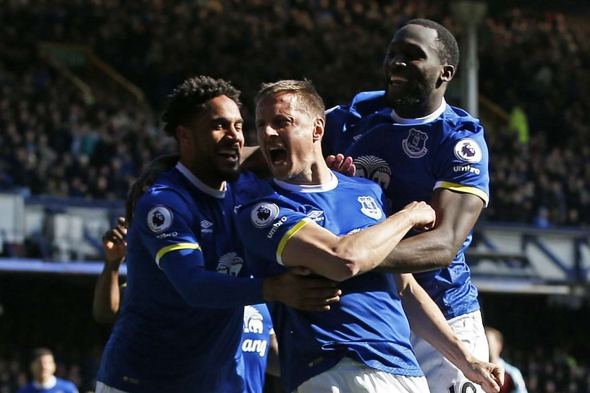 Everton's Phil Jagielka celebrates scoring their first goal with Romelu Lukaku and Ashley Williams.