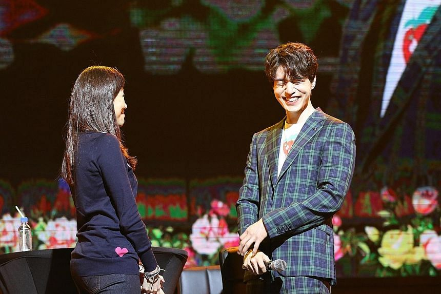 South Korean actor Lee Dong Wook onstage with a fan at Marina Bay Sands last Saturday.