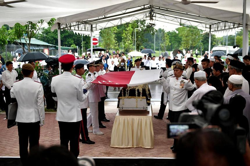 A state flag is draped over the casket, with the crescent and stars lying over the head and close to the heart of Mr Othman.