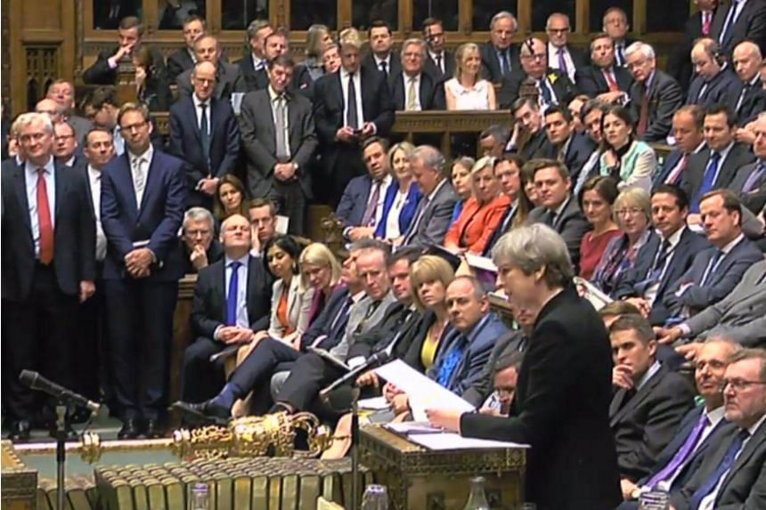 British MPs voted 522 to 13 in favour of the early national elections, a majority of 509 votes.