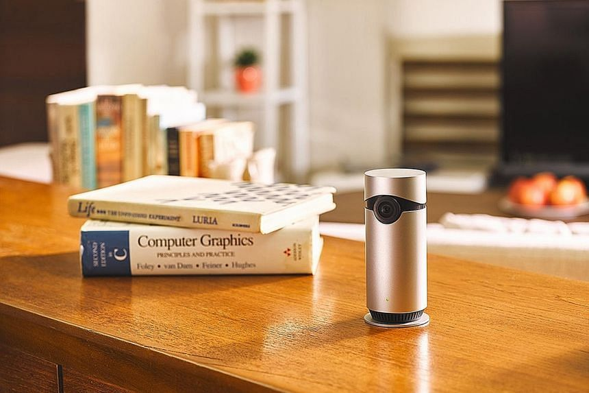 The D-Link Omna 180 Cam HD exudes Apple design sensibility with its sleek aluminium cylindrical shell.