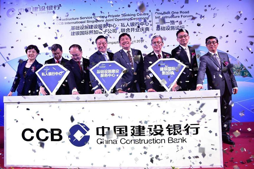 (From left) Mr Ren Dongyan, GM CCB Singapore Branch, Mr Xu Yiming, CFO CCB Head Office, Mr Fang Xinwen, Charge d'Affaires of the Embassy of the People's Republic of China in Singapore, Mr Wang Zuji, President CCB, Mr Ng Chee Meng, Minister for Educat
