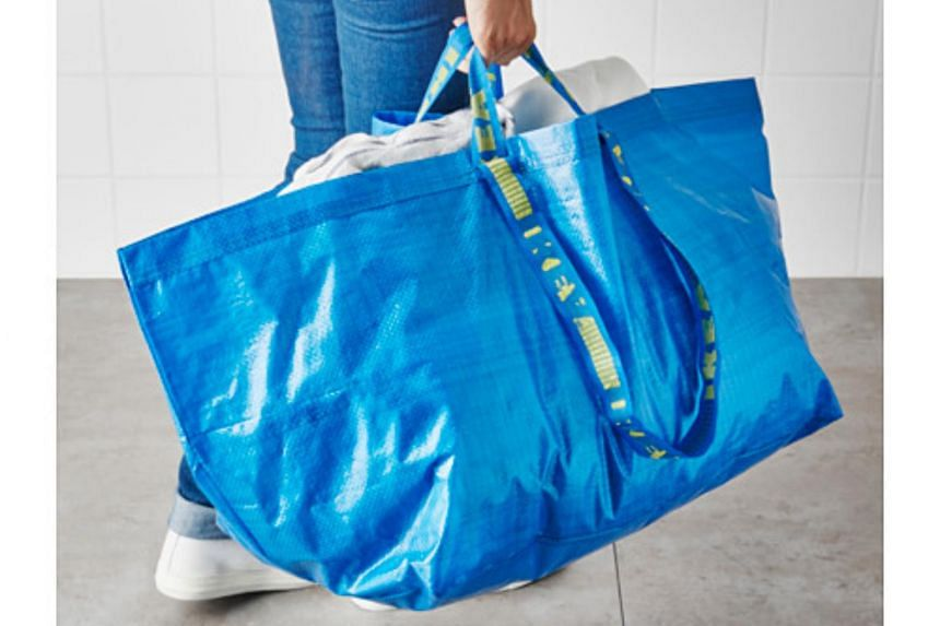 See the resemblance? Furniture store Ikea's Frakta shopping bag which costs $0.99.