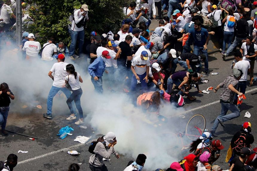 """Demonstrators clash with riot police during the so-called """"mother of all marches"""", April 19, 2017."""