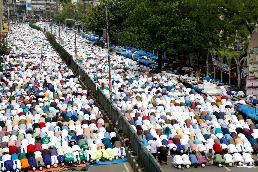 Supporters of the 'Islami Andolan Bangladesh' Islamist political organization attend Friday noon prayers as they gather for a rally in front of the National Mosque at Paltan in Dhaka, Bangladesh, on April 21, 2017.