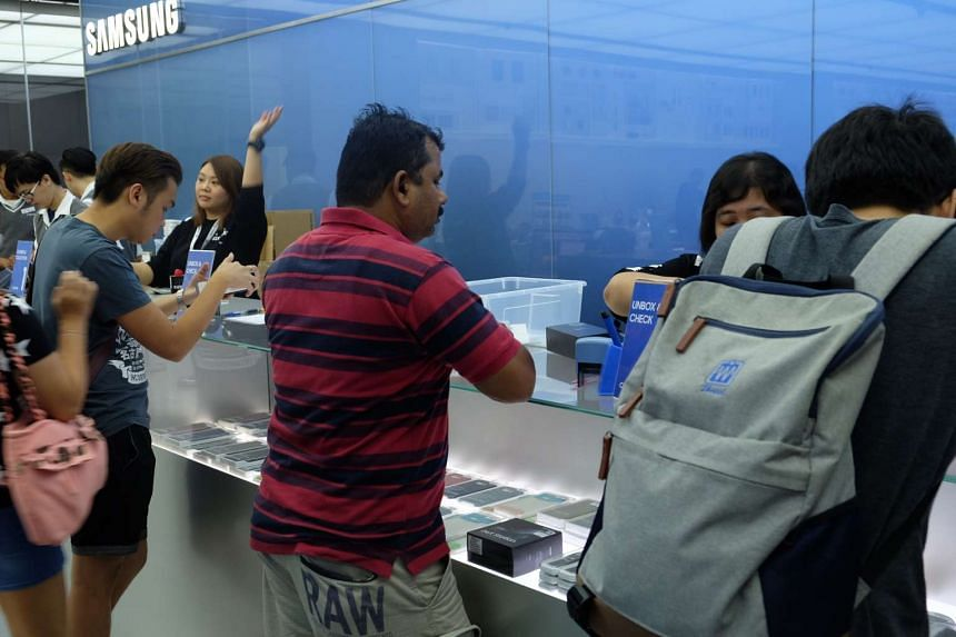 Samsung customers collecting their phones at the Samsung experience store in Vivocity.