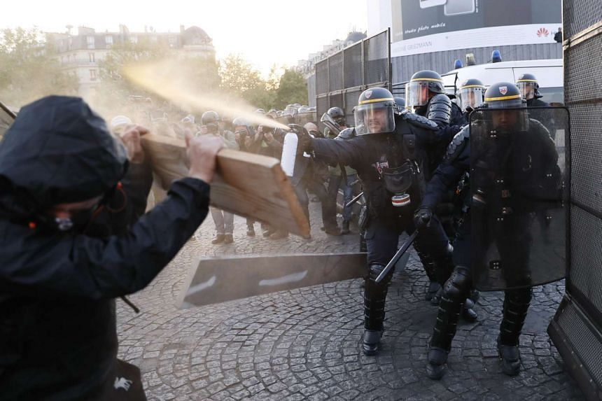 Anti-fascists clash with police forces as they demonstrate in Paris on April 23, 2017 following the announcement of the results of the first round of the Presidential election.