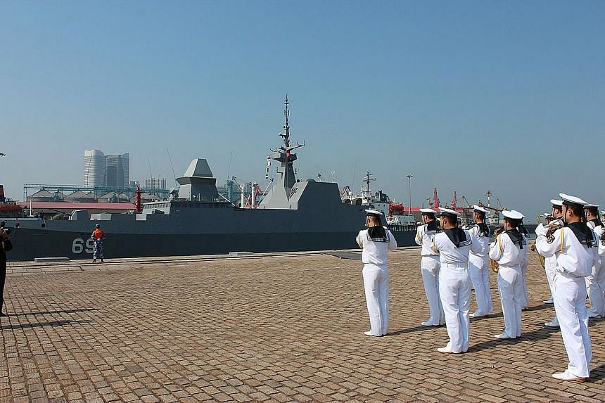 The RSS Intrepid, the first Singapore navy ship to call at a Chinese port this year, received a warm welcome by the Chinese navy and military band in Qingdao yesterday.
