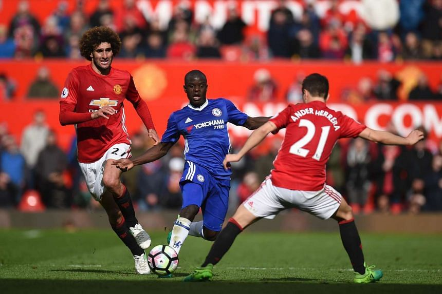 Chelsea's French midfielder N'Golo Kante (centre) vies with Manchester United's Belgian midfielder Marouane Fellaini (left) and Manchester United's Spanish midfielder Ander Herrera during the English Premier League football match between Manchester U