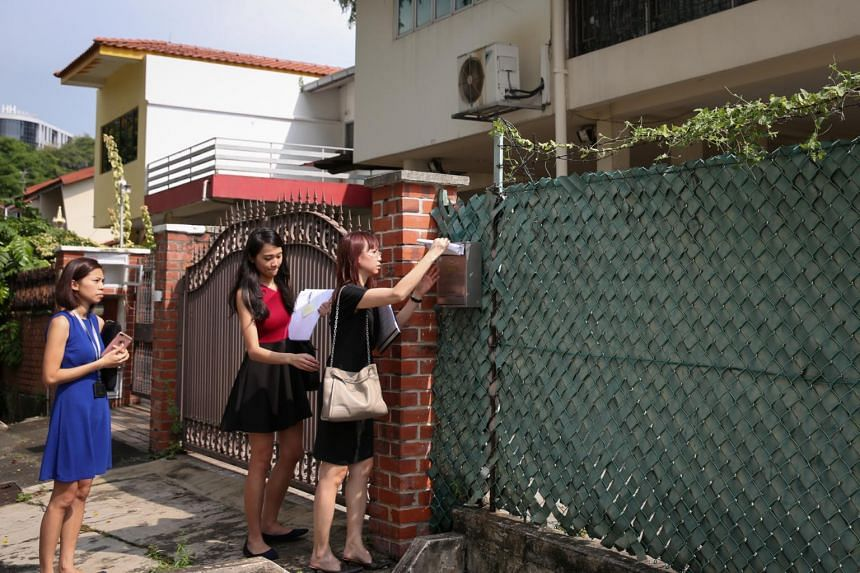 SLA officers serving notice through the mailbox to vacate a house at Merpati Road.