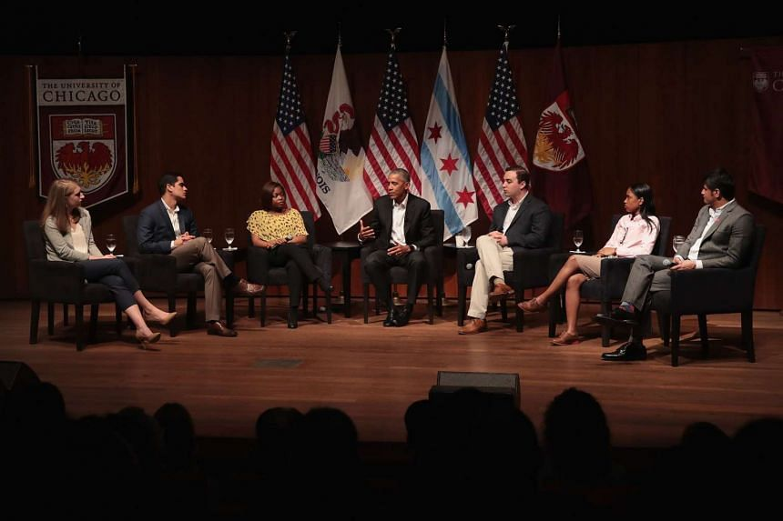 Young Americans with outstanding achievements flank former US President Barack Obama at the University of Chicago forum.