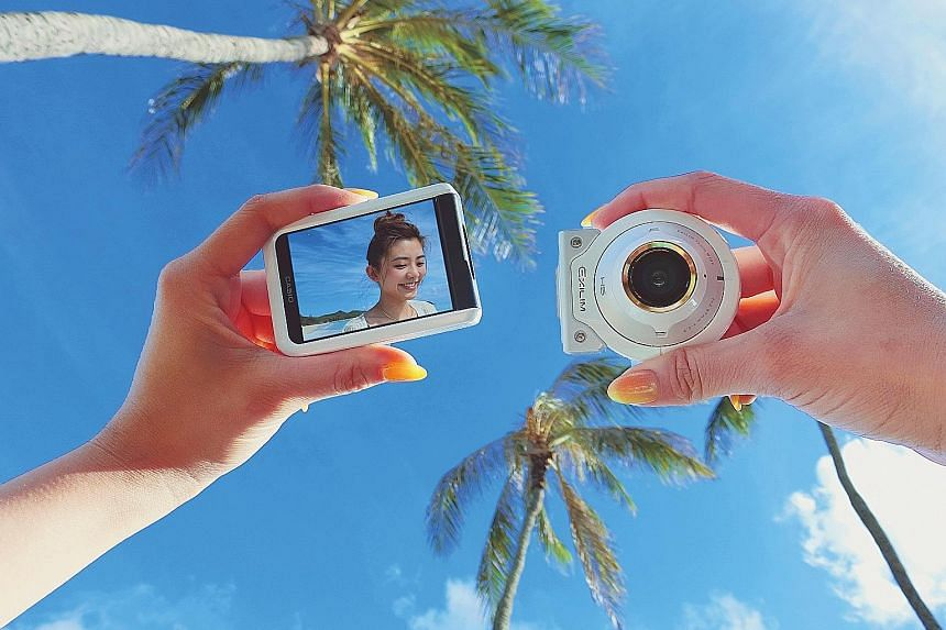 The Casio Exilim EX-FR100L's detachable camera lens unit allows you to take selfies from a distance.