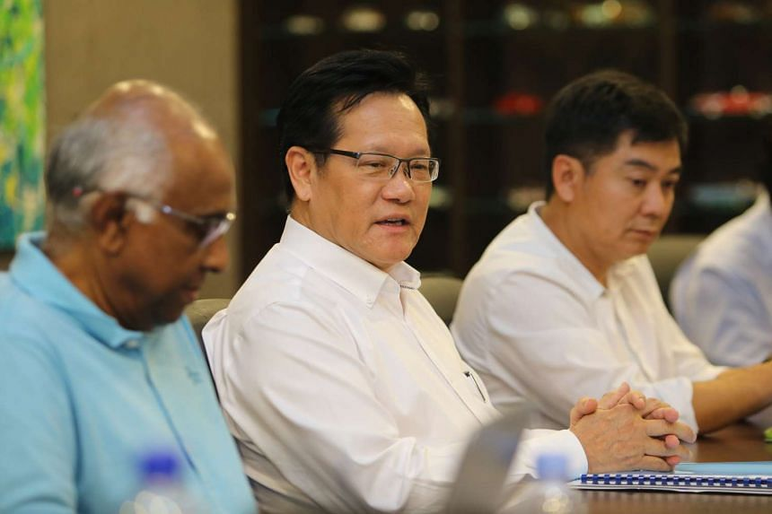 Former Football Association of Singapore vice-president Lim Kia Tong (centre) at a media briefing held at the Komoco Motors office on April 24, 2017. He is flanked by S. Thavaneson (left) and Bernard Tan.