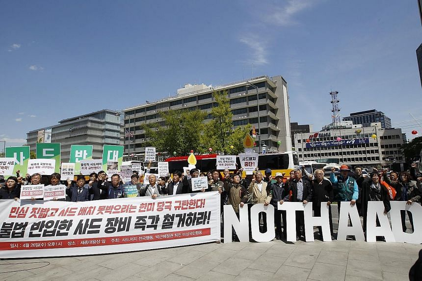 Anti-Thaad protesters at a rally near the US Embassy in Seoul yesterday. Villagers near the battery site worry about the health impact, while China fears the system could be used to spy on its facilities.