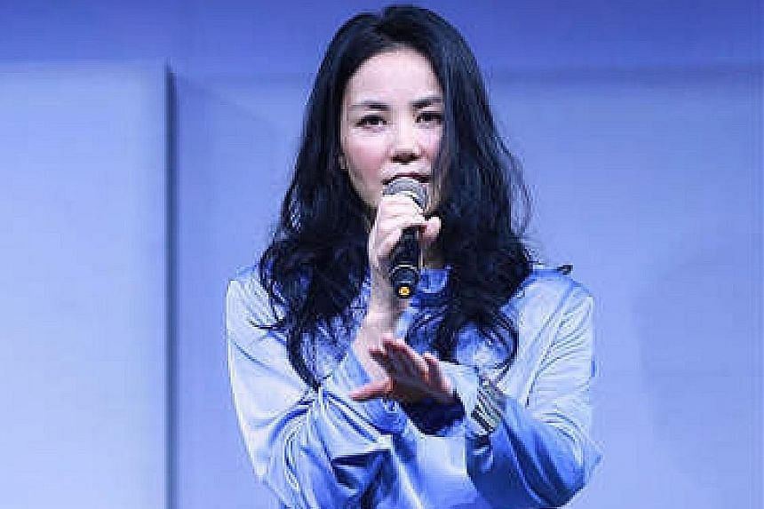 Notorious Chinese blogger Song Zude (above) says singer Faye Wong and actor Nicholas Tse (both left) have signed a break-up agreement.