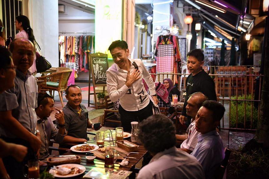 Bill Ng met affiliates at a restaurant in Bussorah Street on Thursday (April 27).
