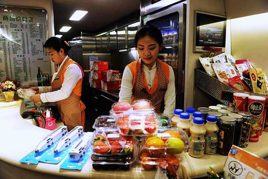 China Railway Corp plans to introduce more food suppliers to offer passengers more food options. PHOTO: CHINA DAILY/ANN