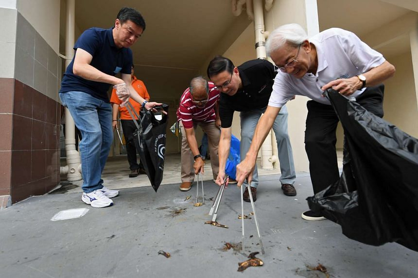 Minister for the Environment and Water Resources Masagos Zulkifli (third from left) and Bukit Panjang mayor Teo Ho Pin picking up litter on April 30, 2017.