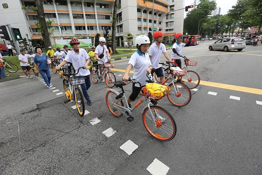 Community cyclists took a ride around the Jurong Lake District yesterday, after a memorandum of understanding was signed between the Jurong-Clementi Town Council and representatives of the three bike-sharing companies.