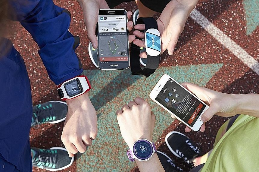 Runners with their GPS watches and smartphones loaded with running apps that can upload workout data to a running club or social network. Friends on these networks tend to display similar training routines and running speeds.