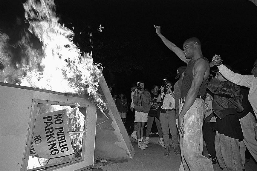 LA 92 re-examines the 1992 Los Angeles riots through the use of archival footage.