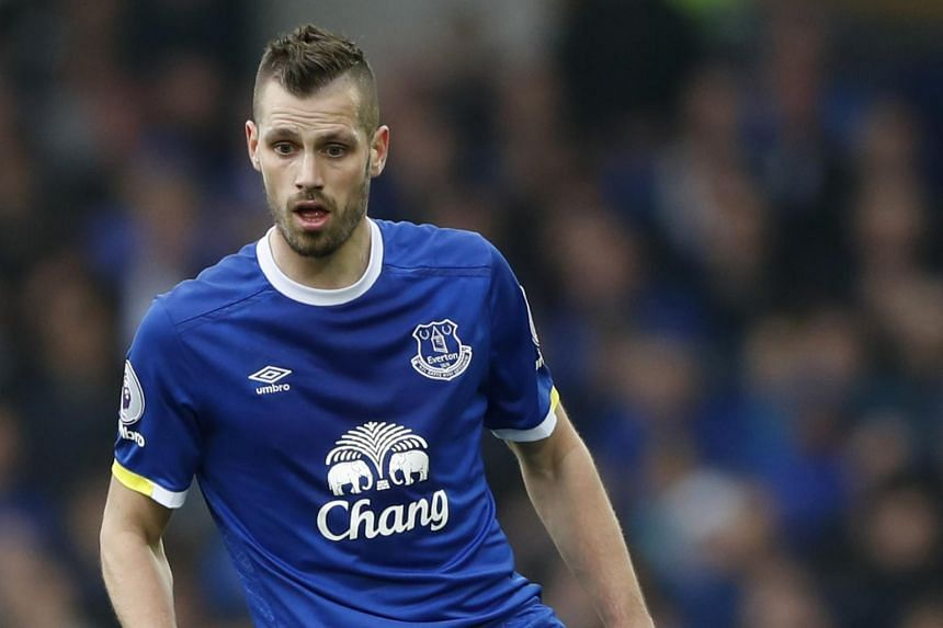Everton manager Ronald Koeman said midfielder Morgan Schneiderlin is expected to return to action in 10 days.
