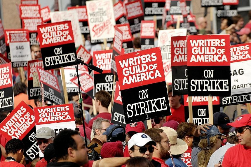 Thousands of Writers Guild of America members and supporters went on strike on Nov 9, 2007.