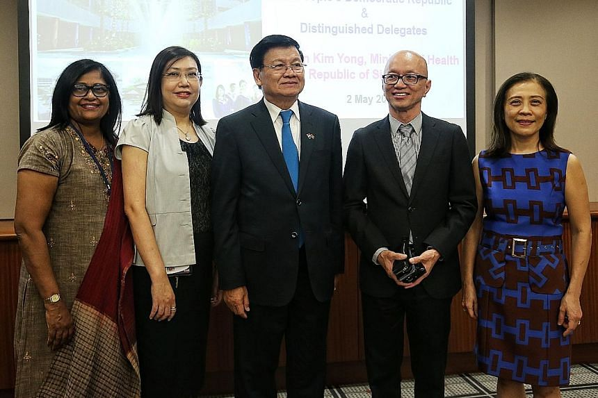 Laos Prime Minister Thongloun Sisoulith (centre) with four of his former teachers, (from left) Ms Sakunthalai Suppiah, Ms Angeline de Roza, Mr Lim Kok Hua and Ms Stephanie Chia, at Nanyang Polytechnic yesterday.