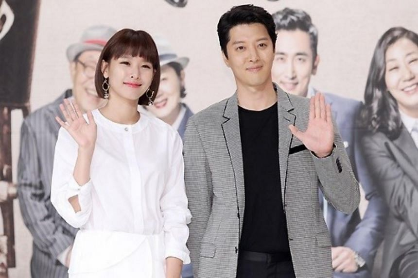 Lee Dong Gun (right) and Cho Youn Hee have registered their marriage and are expecting their first child.