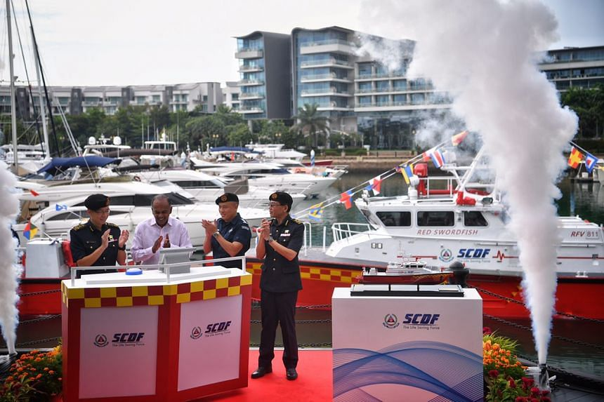 Minister K Shanmugam, along with (from left) COMR Eric Yap, COL Derek Tan and DC Chong Hoi Hung launch SCDF's Rapid Response Fire Vessel.