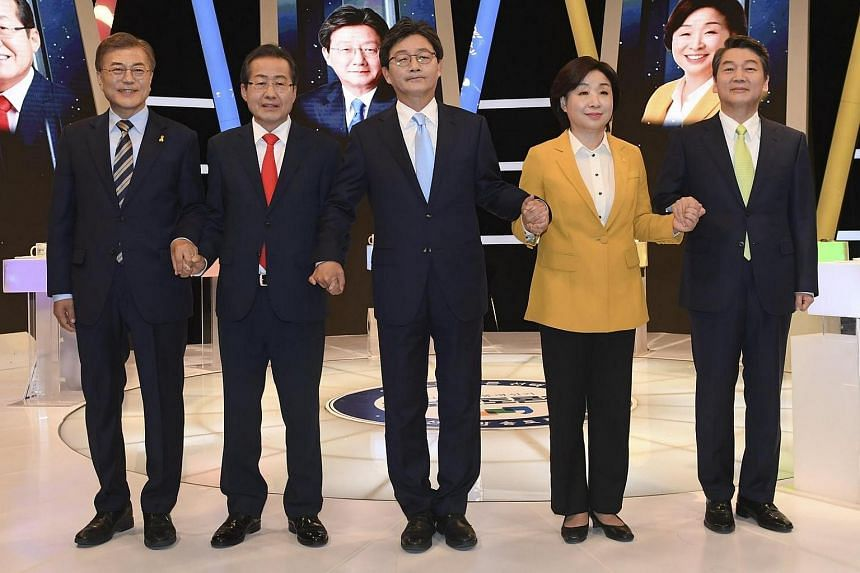 (From left) Presidential candidates Moon Jae In, Hong Joon Pyo, Yoo Seung Min, Sim Sang Jung and Ahn Cheol Soo.