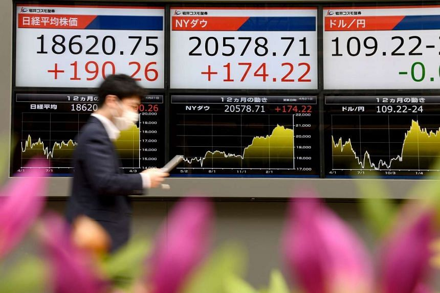 An electronics stocks indicator in Tokyo displaying the closing rate of the Tokyo Stock Exchange.