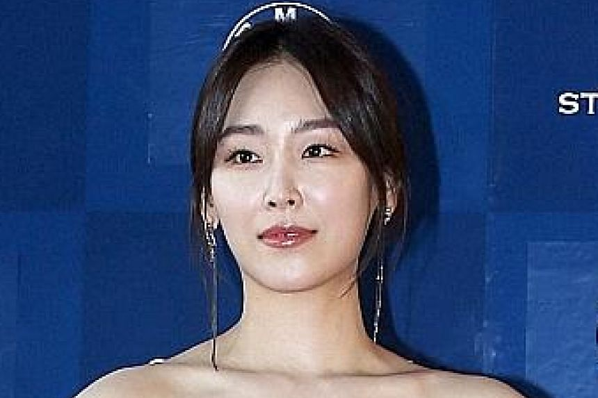 Gong Yoo, who won Best Actor for Goblin, tearfully apologised to his mother for being too busy filming to take care of her. Seo Hyun Jin won Best Actress for the romantic comedy Another Miss Oh.