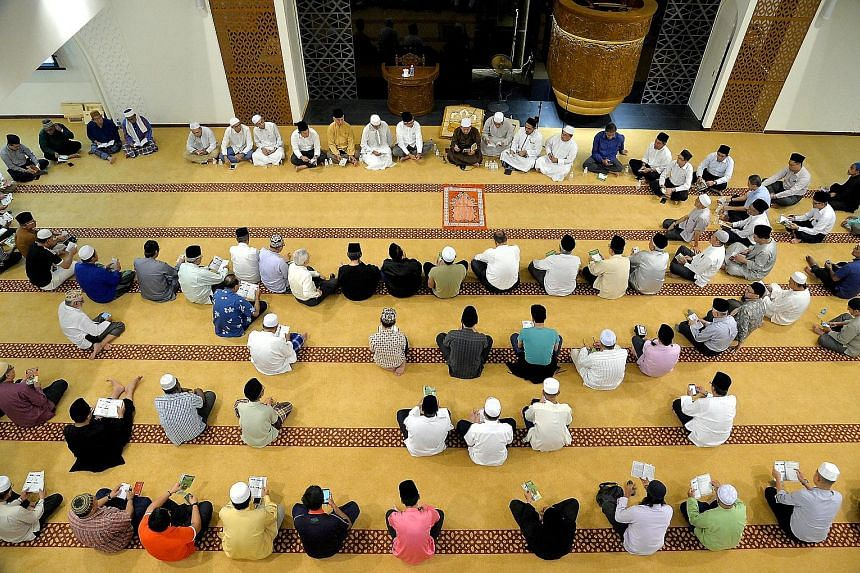 A memorial prayer session in remembrance of the late Mr Othman Wok, attended by Minister-in-charge of Muslim Affairs Yaacob Ibrahim, family members, friends and MPs, was held at the Yusof Ishak Mosque last night.