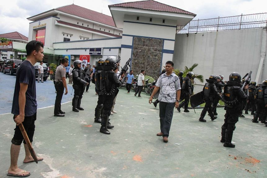 Anti-riot policemen  in front of Sialang Bungkuk jail after about 200 prisoners broke out, in Pekanbaru on May 5, 2017.
