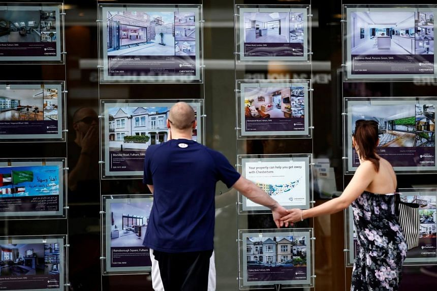UK house prices declined 0.2 per cent compared with the previous three months in the three months to April.