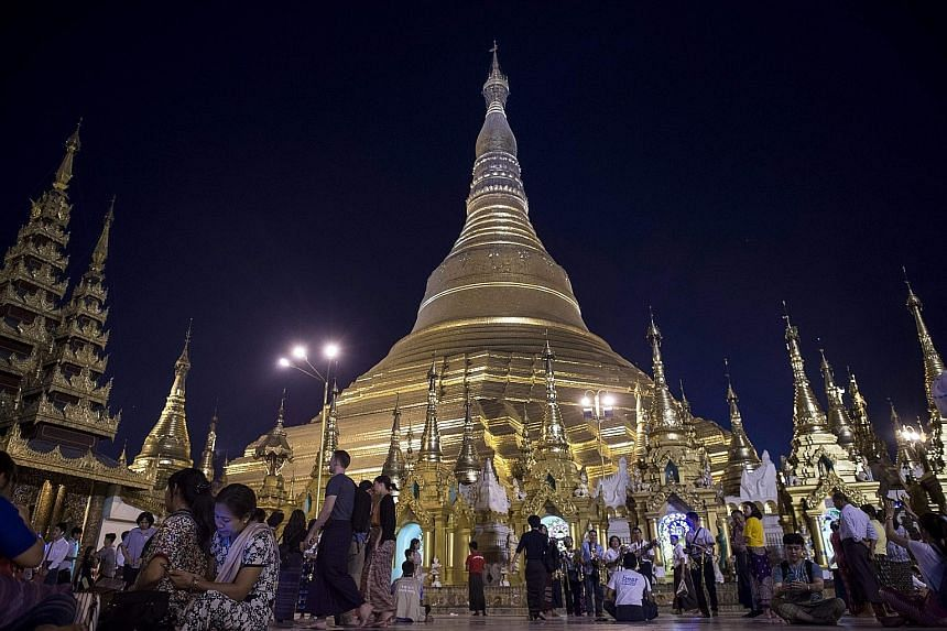 More than 40,000 foreign tourists visited Myanmar's world-famous Shwedagon Pagoda in Yangon last month, the first month of the 2017-18 fiscal year, according to the Pagoda's Board of Trustee yesterday. Thailand topped the list with 7,749 visitors, fo
