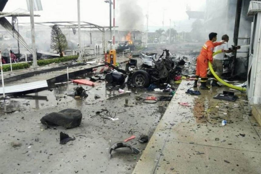 Unidentified individuals parked the vehicle in front of a Big C shopping centre in downtown Pattani before throwing fireworks into the store and fleeing the scene.