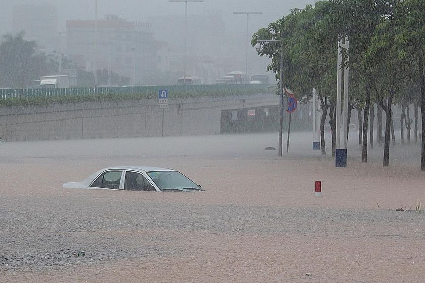 The deluge in Guangzhou on Sunday caused landslides in mountainous areas and flooding in three districts in the city. A total of 172 houses collapsed but no casualties have been reported so far.