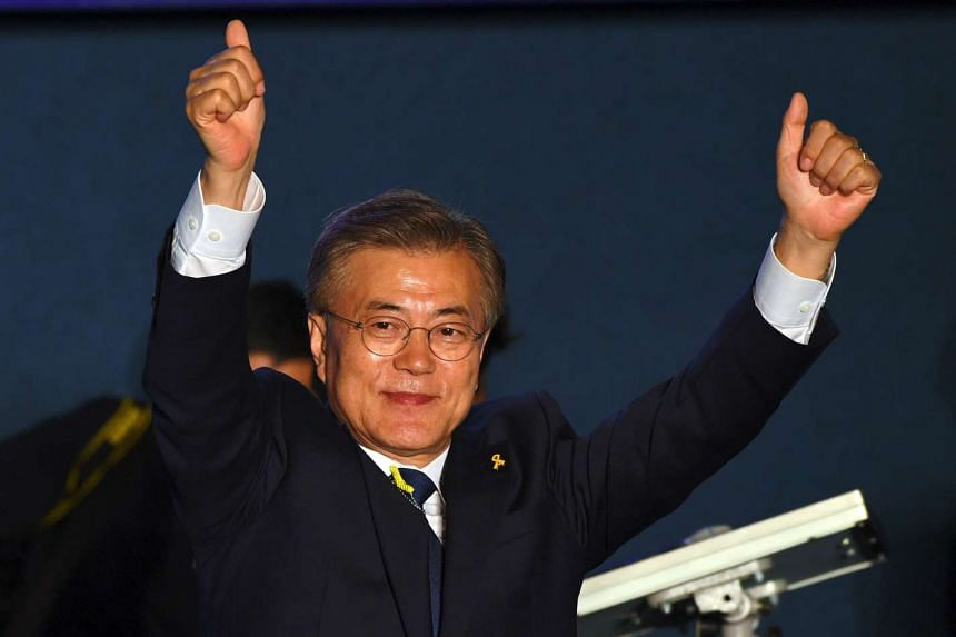 Mr Moon Jae In waving at his supporters at a park near the presidential Blue House in Seoul, on May 9, 2017.