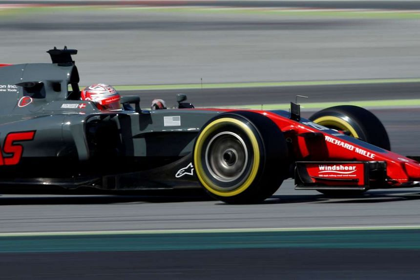 Formula One's Haas have signed promising Indian teenager Arjun Maini as a development driver.