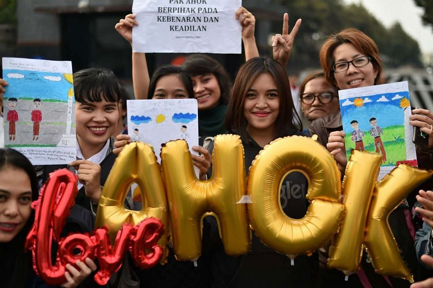 People attend a rally outside the police headquarter jail in Jakarta on May 10, 2017, to show support for Basuki Tjahaja Purnama.
