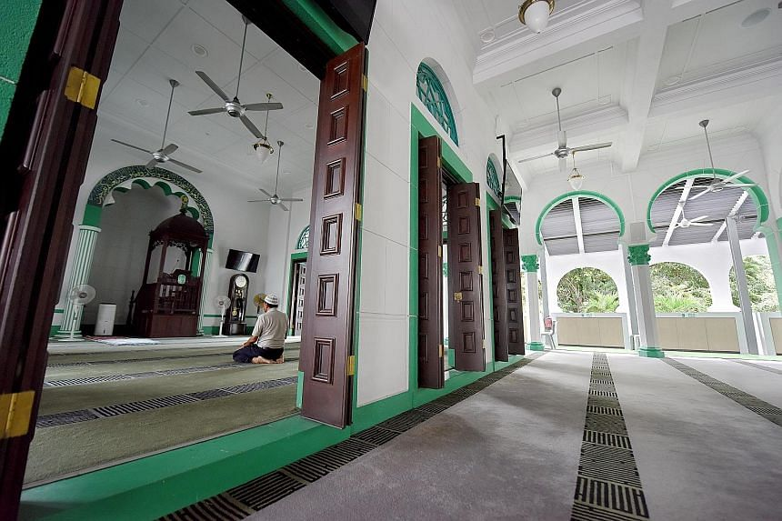 Alkaff Upper Serangoon Mosque was the only mosque to feature an Ottoman-style minaret in the 1930s. It was also the tallest minaret islandwide when it was first erected. The mosque has prayer space for up to 1,200 worshippers, and during special occa