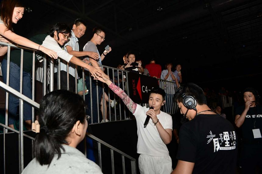 Li Ronghao shaking hands with audience members during his concert at the Max Pavilion on May 13, 2017.