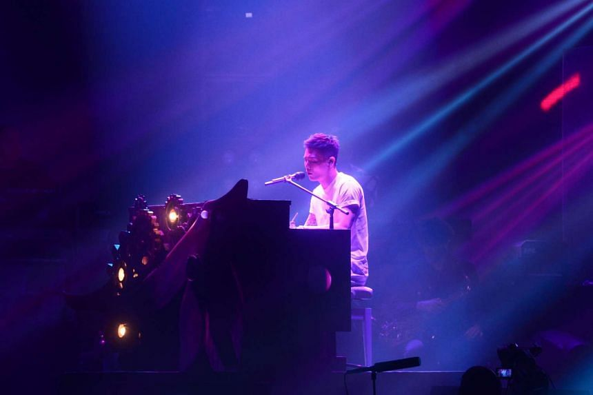 Li Ronghao performing on the piano, during his concert at the Max Pavilion on May 13, 2017.