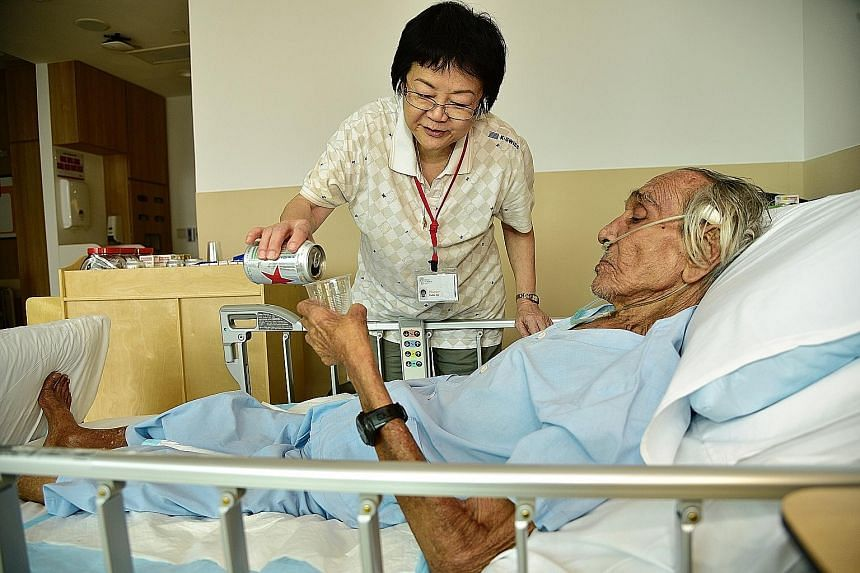 Madam Pauline Teo pouring beer for Mr Klassen Alaric Philip at the Assisi hospice, which grants patients' special requests.