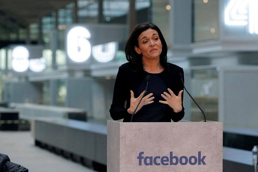 Facebook chief operating officer Sheryl Sandberg said the US government and employers must do more to help parents, especially single mothers.