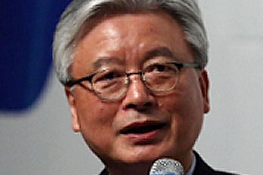 Mr Moon's economic policy adviser during his campaign, Mr Cho Yoon Je, will travel to Germany. Former prime minister Lee Hae Chan will go to China as special envoy on Thaad. Ex-ambassador to the US Hong Seok Hyun will head to the US. Former Parliamen