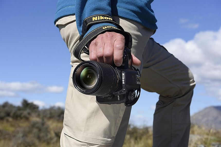 The Nikon D7500 has a tiltable touchscreen display, a larger buffer size of 50 images, shooting speed of 8fps and shoots 4K videos at 30fps.