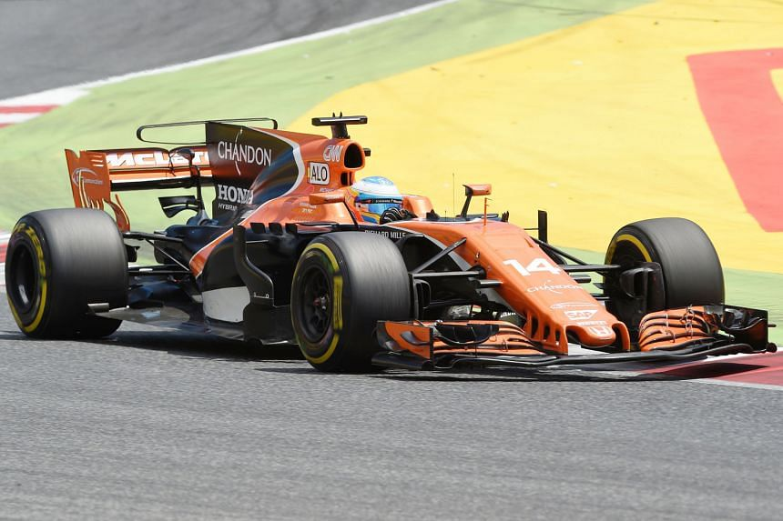 Twice Formula One world champion Fernando Alonso posted the top time in Indy 500 practice among rookies, clocking an average speed of 356.6kmh.